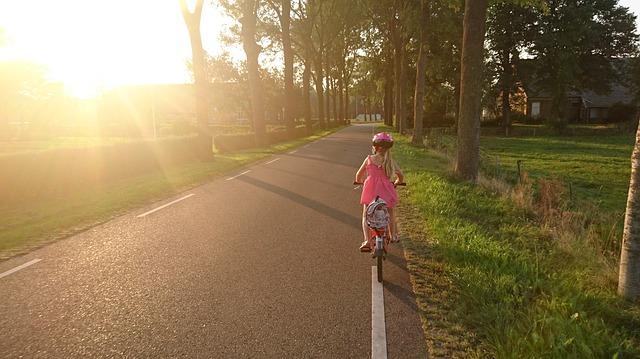 Jaki rower dla 4 latka wybrać, by jazda na nim była przyjemnością?